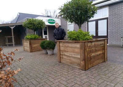 nieuwe plantenbakken café Zwaneveld